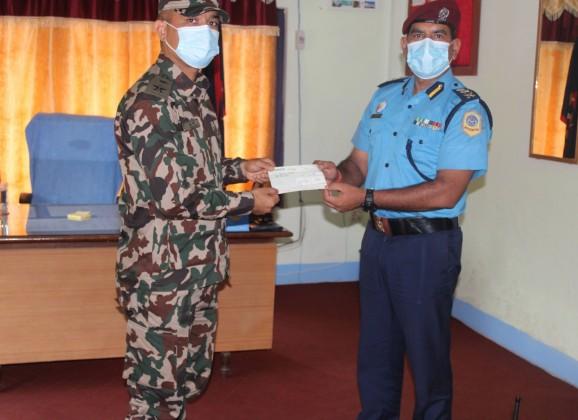 नेपाल प्रहरीद्वारा नेपाली सेनाका घाइते जमदारलाई आर्थिक सहयोग प्रदान